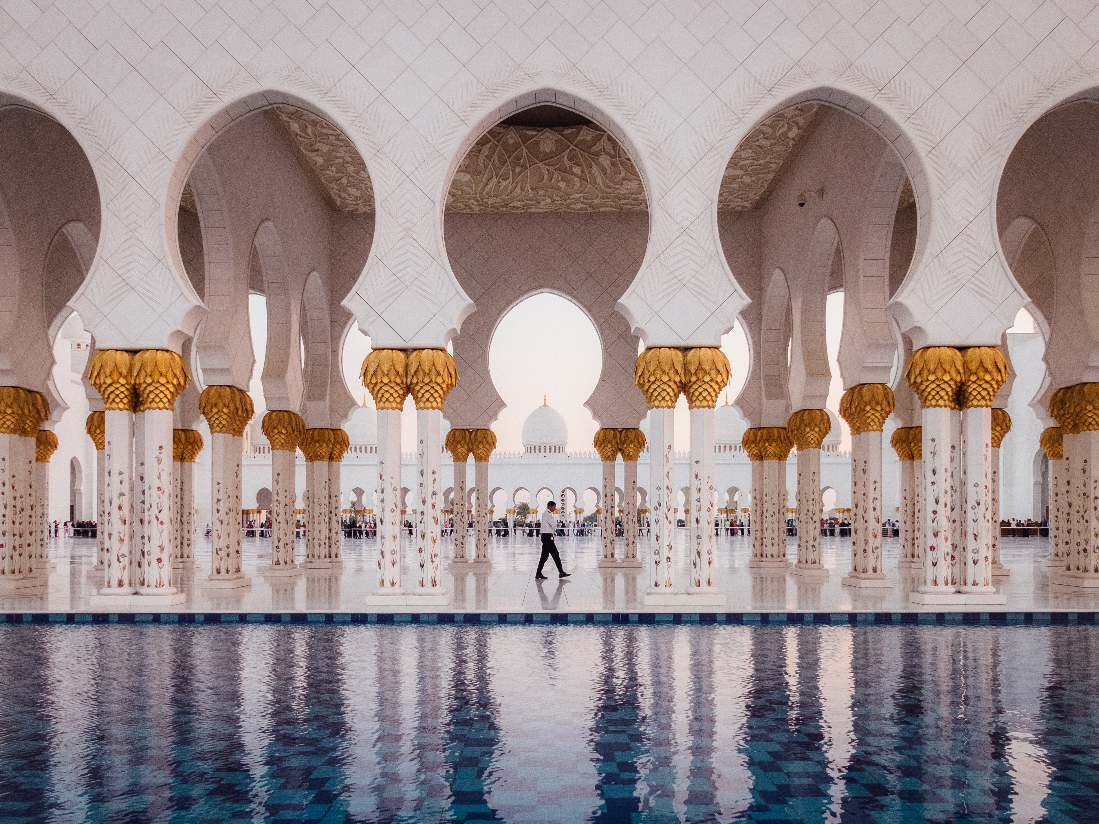 Sheikh Zayed Grand Mosque. UAE offers the highest salaries for teaching english abroad.
